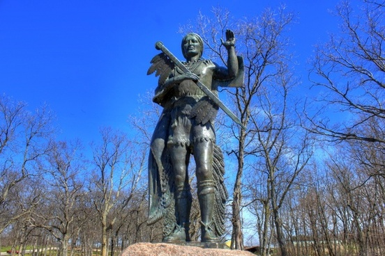 statue of red bird at high cliff state park wisconsin