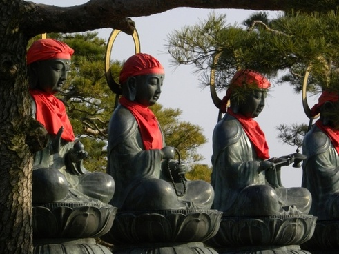 statue pray buddha