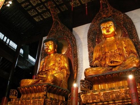 statues at jade buddha temple