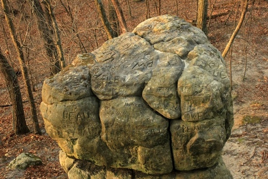 stone with carvings at pikes peak state park iowa