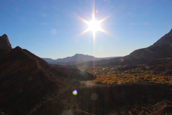 sun shining over valley 038 mountains