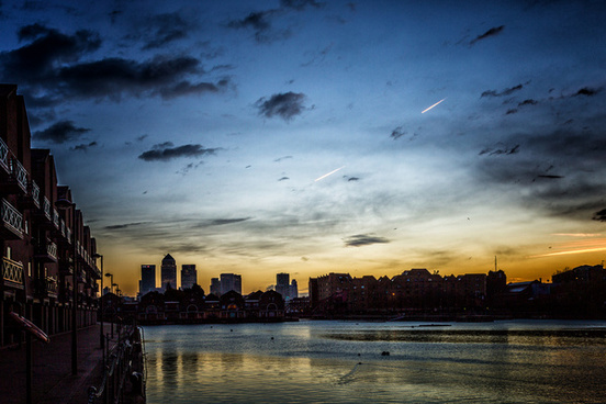 sunrise on canary wharf