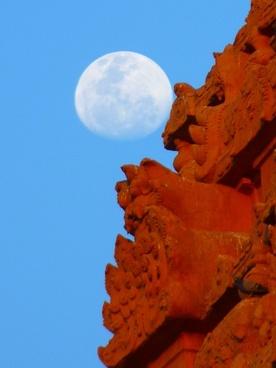 temple brihadeshwara templ moon