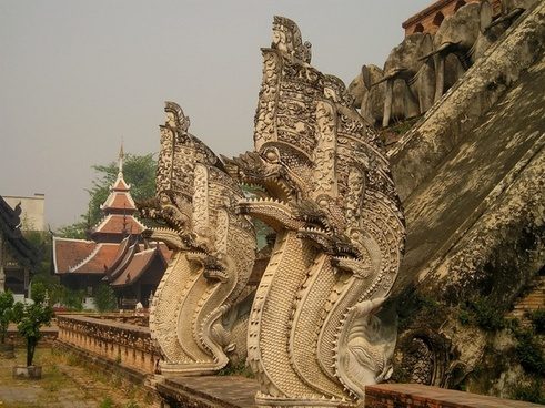 temple thailand dragons