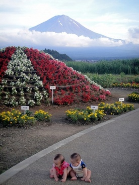 toddlers at mount fuji