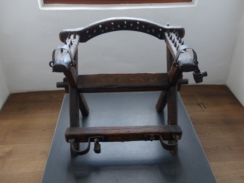 torture chair instrument of torture middle ages