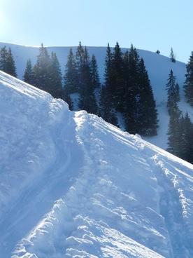 traces snow snowy