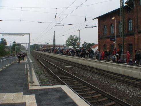 train rail passengers wait