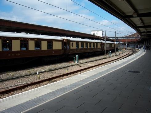 train railroad tracks
