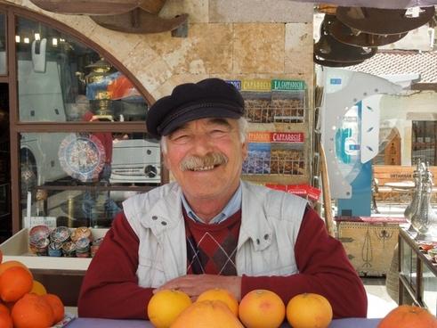 turkey seller oranges