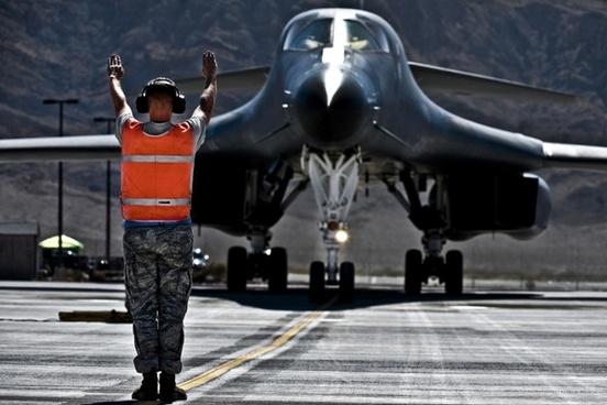 us air force b-1b lancer aircraft