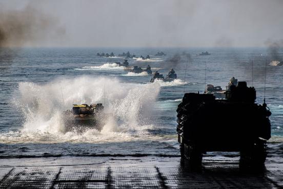 uss ashland conducts amphibious operations