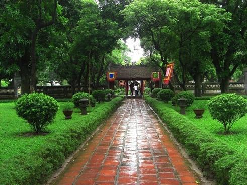 vietnam garden sidewalk