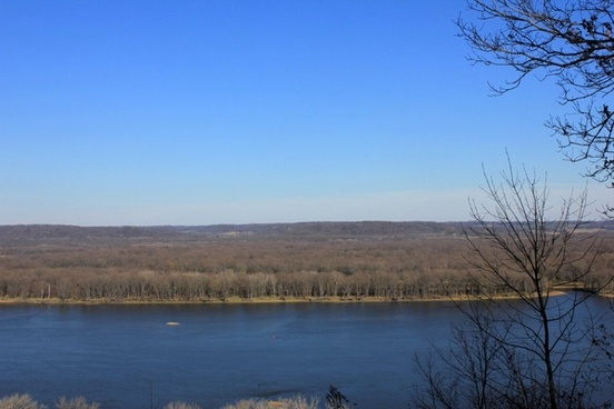 view of the opposite shore at bellevue state park iowa