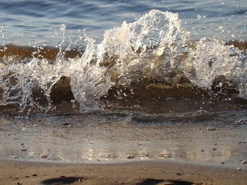 wave spray beach