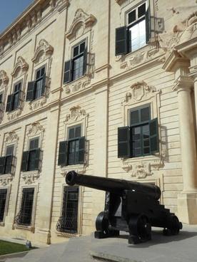 well facade city palace