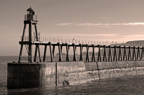 whitby lighthouses town