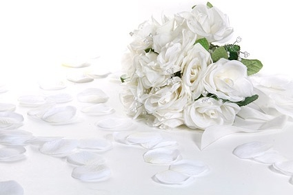 white rose petals and bouquets picture