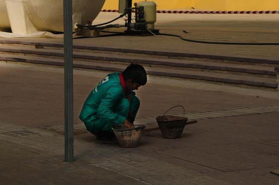 worker in the dubai marina