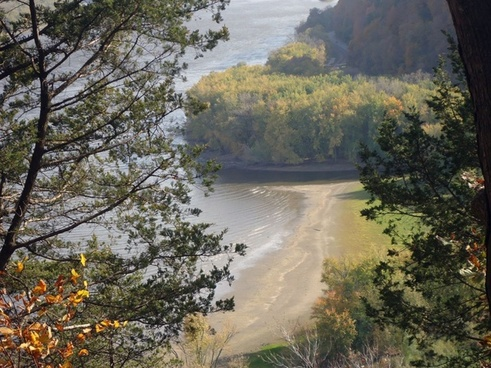 yellow river goes into the mississippi at effigy mounds iowa