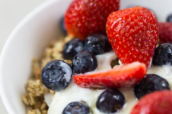 yogurt fruit granola