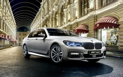2017 BMW M7 7 Series xDrive