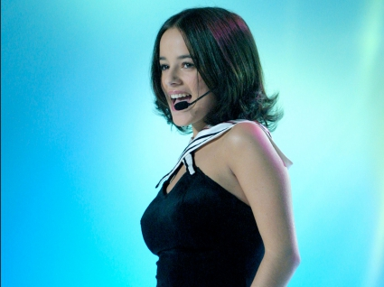 Alizee Singing