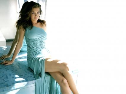 Anne Hathaway High Quality