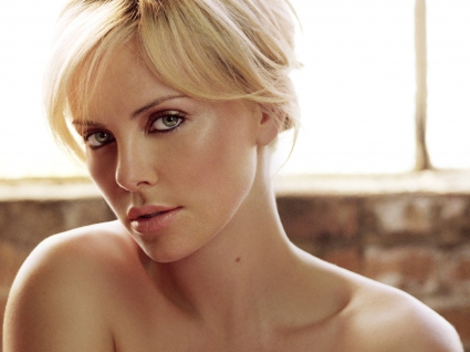 Charlize Theron (42)
