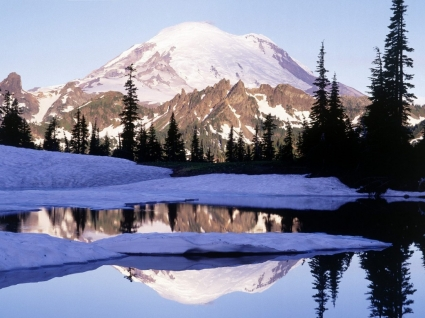 Cool Reflections in Tipsoo Lake Wallpaper Winter Nature