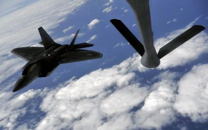 F 22 Raptor prepares to refuel