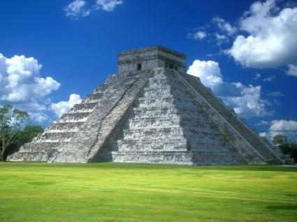 Pyramid of Kukulkan Wallpaper Abstract 3D