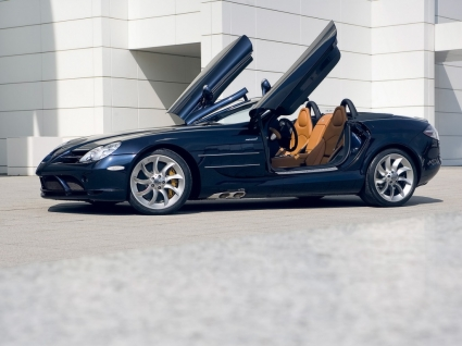 SLR 2008 Side Angle Wallpaper Mercedes Cars