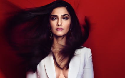 Sonam Kapoor Bollywood India Wallpapers In Jpg Format For Free Download