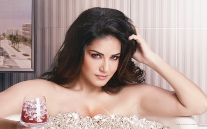 Sunny Leone Beimaan Love