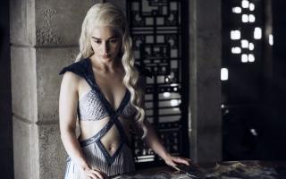 2015 Emilia Clarke Game of Thrones