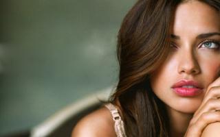 Adriana Lima Wide Screen