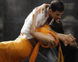 Akshay Katrina Kaif Wet Rain Saree