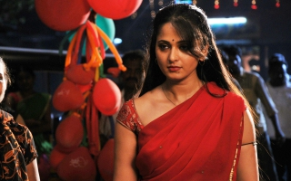 Anushka in Vaanam