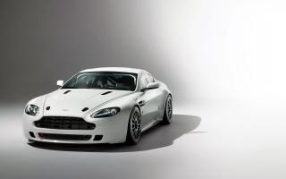 Aston Martin Vantage GT4 2014