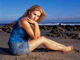 Elisha Cuthbert beach Wallpaper Elisha Cuthbert Female celebrities