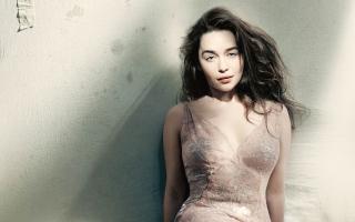 Emilia Clarke Vogue 2015