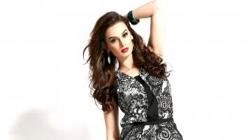 Evelyn Sharma 2
