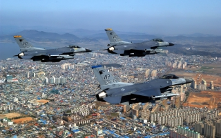 F 16 Fighting Falcons Over City