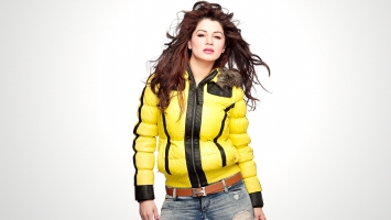 Model Actress Kainaat Arora