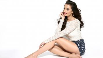 Model Evelyn Sharma