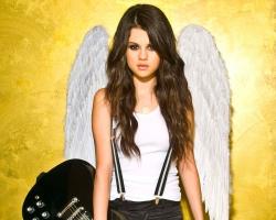Selena Gomez 85