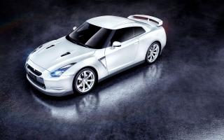 White Nissan GTR